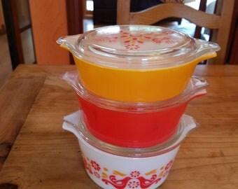 Vintage Pyrex friendship pattern 3 casserole with lids