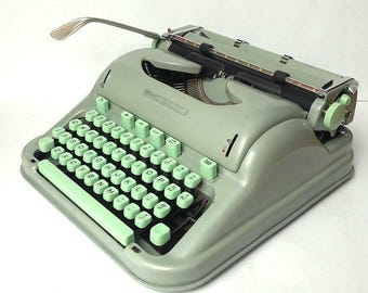 TECHNO Hermes  3000 Manual Portable Typewriter