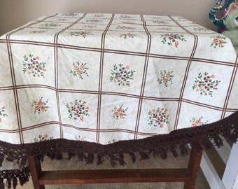Retro tablecloth with fringe