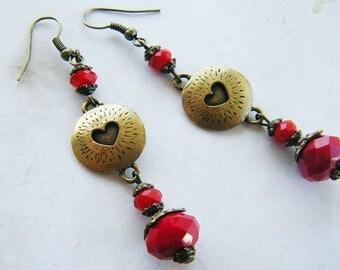 """Boucles d'oreilles pendantes,coeur bronze et cristal """"blood rouge """""""