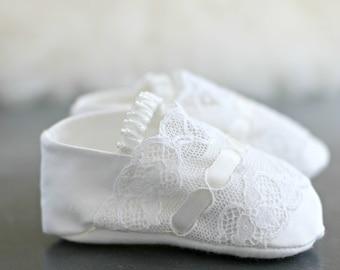 Christening Booties/Violet Baptism booties/Christening Shoes/Baptism shoes/Baby shoes/Girls Christening Shoes/Girls baby booties/Lace shoes