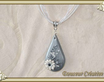 White silver grey necklace flowers 103034