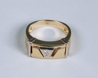 14K Yellow Gold Mens 1/10 ct. Diamond Ring w/moveable parts, Size 8.5