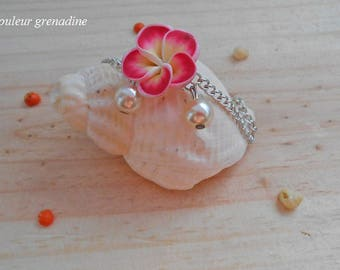Minimalist bracelet tiare flower beads