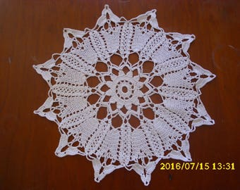 "Doily hand crocheted ""Star"""