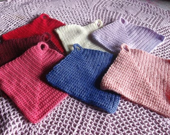 dishes get several colors to the handmade crochet