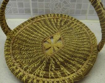 Antique-Folk-Art-Pine-Needle-Basket