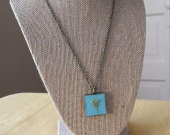 Queen Ann's Lace is square bronze bezel