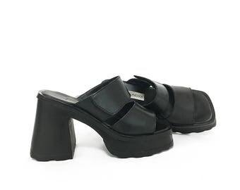 90s Steve Madden Chunky Mules / Platform Sandals  / 1990s Vintage Open-Toe Backless Black Leather Chunky Sandals Women's / Boho Sandals