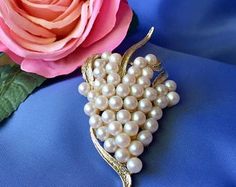 ON SALE Vintage Faux Pearl and Gold Tone Brooch, Vintage Grape Cluster Brooch