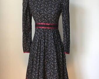 Vintage 1970s Gunne Sax Dress, Navy Blue Calico Print, Prairie Dress, Peasant Dress, Victorian Dress, size 10