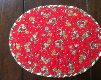 Christmas Quilted Placemats.Handmade.4 Placemats.Oval. Home Decor.Red Placemats.Table Topper.Gift.Table Decoration.