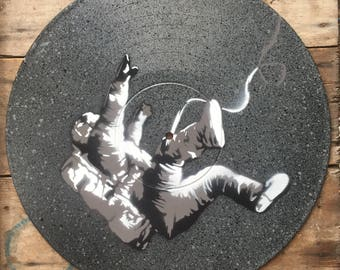 Falling astronaut - Spray paint wall art on vinyl - Grey and black