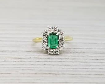 Stunning 18k emerald and diamond cluster ring
