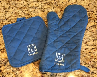 Monogrammed Oven Mitt Set, Personalized Wedding Gift, Personalized Shower Gift, Kitchen Gift, Baker's Gift, Foodie Gift, Low Shipping Cost