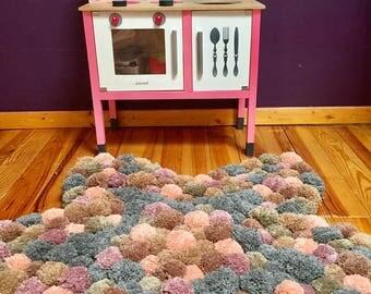 Star shaped pompom rug
