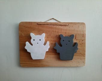 Wooden frame, owls made by hand in France.