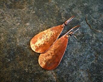 Hammered copper earrings, Raindrop earrings, Artisan jewelry, Rustic earrings, Metalwork, Teardrop earrings