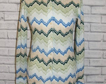 Size 10 vintage 70s long sleeve dagger collar shirt green zigzag print (HY20)