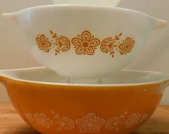 Pyrex  Butterfly Gold pattern three mixing bowls 1960s SHIPPING INCLUDED