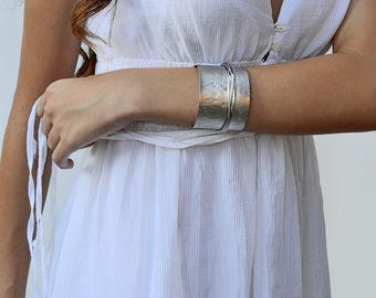 Thick cuff bracelet with metal wire detail