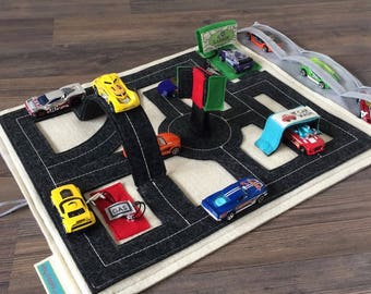 Roads Activity Mat for Toy Cars ~ Travel Tote Caddy for Hotwheels ~ Felt Fabric Roads Quiet Book ~ Best Birthday Gift for Toddler Boys