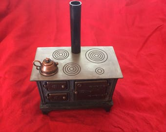Vintage Dollhouse Cast Iron/Metal Kitchen Stove With Kettle - 1980