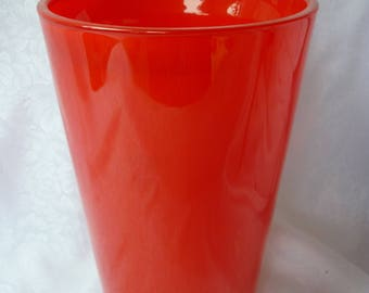 Very beautiful straight flower vase in opaline of cherry-red color