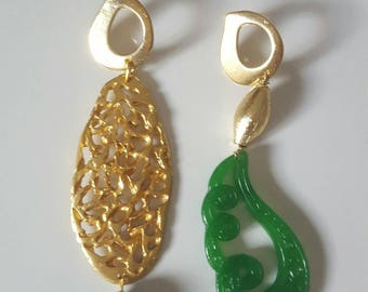 Asymmetrical earrings jade and brass