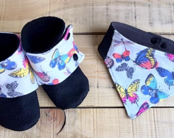 All bandana baby bib and booties (slippers/booties)