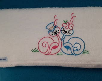 COUPLE SNAILS WITH WHITE TERRY TOWEL