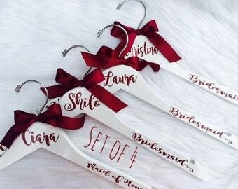 FREE Shipping Wedding hangers, Set of 4 Wedding Dress Hangers, Bride Hanger, Gift for Bride, Wedding party gift, Wedding Hangers