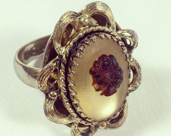 Vintage Whiting & Davis Gold Toned Cameo Ring sz 6