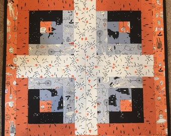 Halloween quilted table top centerpiece