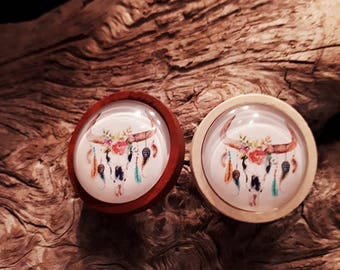 25 mm cabochon with feathers, wood, nail or hook ox head