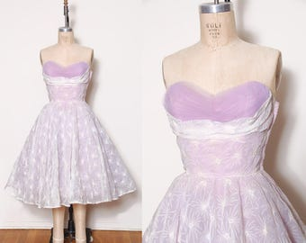 Vintage 50s lavender party dress / pin up dress / vintage prom dress / tulle lace dress / strapless embroidered cupcake dress