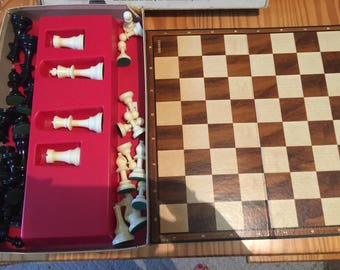Vintage Bakelite/ Hard Plastic chess pieces w/ board and in box  Cardinal Master