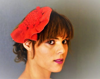 Headdress for guest of wedding in red circles saintmx