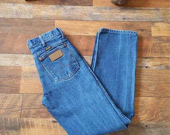 Vintage Distressed Wrangler Jeans High Waist Dark wash High Waisted Mom Jeans Size Medium M 27 28