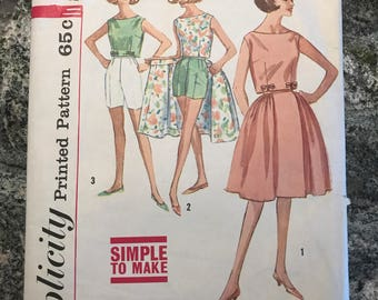 Simplicity - Printed Pattern - 4489 - top, wrap around skirt, shorts