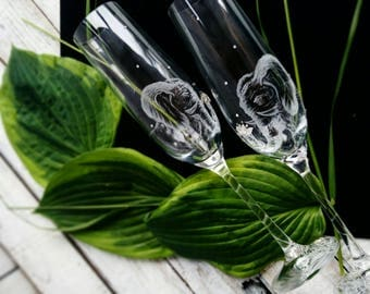 Present with oriental elephant, Oriental wedding toasting flutes, Hand engraved champagne glasses, Elephant engraved personalized gift