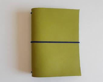 Traveler completo Notebook style Midori green pistachio in skin. Passport size and Regular