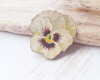 Flower brooch flower  badge. Pansy flower badge vintage flower jewellery white flower accessory flower pin. Vintage flower.  gardening gift