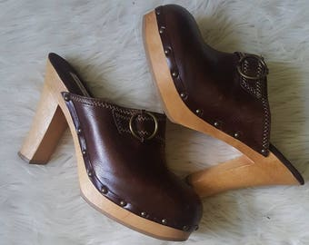 Vintage 90s Steve Madden 70s style leather clogs. Wooden soled 70s clogs size 9