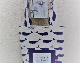 "Tote bag,sac brodé main,cadeau femme ,esprit ""marin"",tissu ""baleines"" ,sac de transport ou de rangement ."