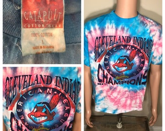 Vintage Cleveland Indians shirt // faded distressed // world series shirt // 90s baseball mlb // tie dye tee // adult size large