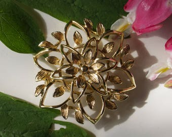 Vintage Sara Coventry Gold Tone Brooch