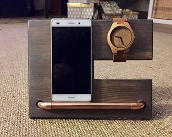 Universal docking station for smartphone and support watches.