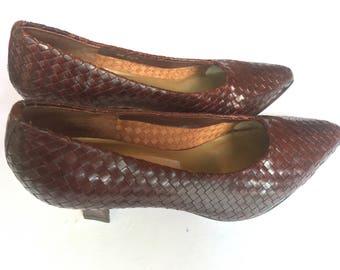 Vintage 90s Valerie Stevens brown woven pumps/heels. Size 7.5