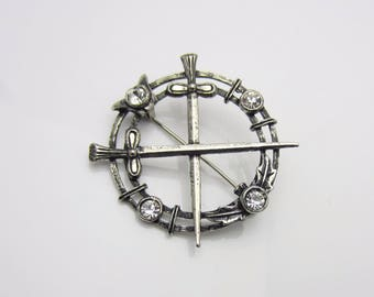 Vintage Jewellery Scottish Crossed Swords With Thistles Circle Brooch Pin Clear Rhinestones Silver Tone Burnished Metal 1960s